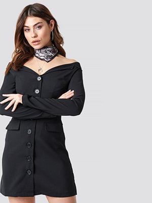 NA-KD Off Shoulder Blazer Dress svart