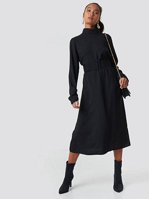 Trendyol Belt Detailed Collar Midi Dress - Midiklänningar