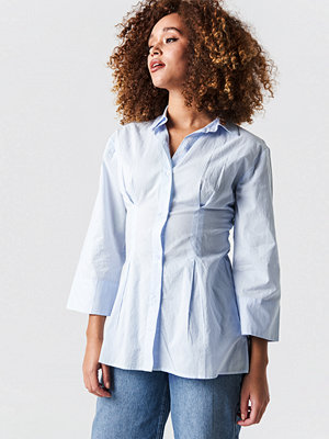 NA-KD Classic Pleat Detail Oversized Shirt blå