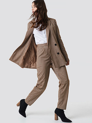 NA-KD Classic randiga byxor Straight Leg Striped Suit Pants brun