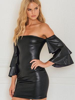Rebecca Stella Off Shoulder Flounce Dress svart