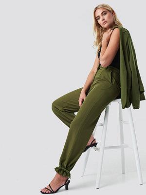 NA-KD omönstrade byxor Drawstring Detail Pants grön