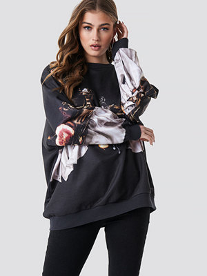 NA-KD Still Life Batwing Sweatshirt svart