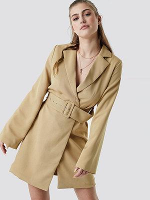NA-KD Trend Wide Sleeve Belted Blazer Dress beige