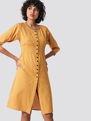 NA-KD Shirred Waist Buttoned Midi Dress gul
