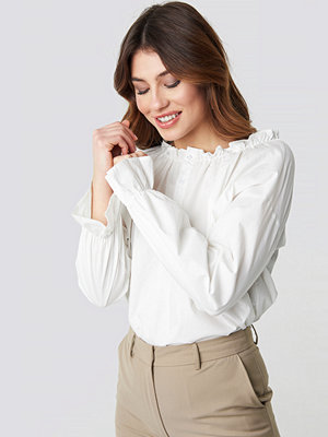 NA-KD Trend Gathered Neckline Blouse vit