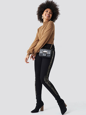 NA-KD Leopard Side Print High Waist Skinny Jeans svart