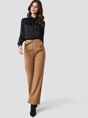 NA-KD High Waist Zip Detail Pants brun beige byxor