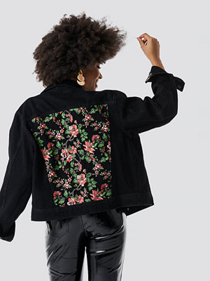 NA-KD Dark Floral Denim Jacket svart