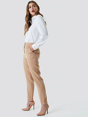 NA-KD Classic Tailored Suit Pants beige byxor