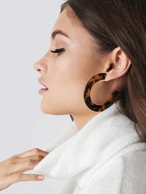 Julia Wieniawa x NA-KD Round Resin Earrings - Smycken