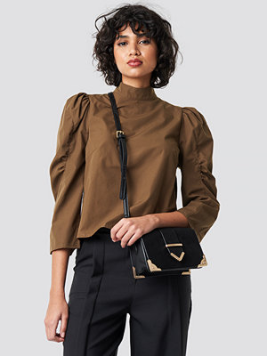NA-KD Trend High Neck Puff Sleeve Blouse brun