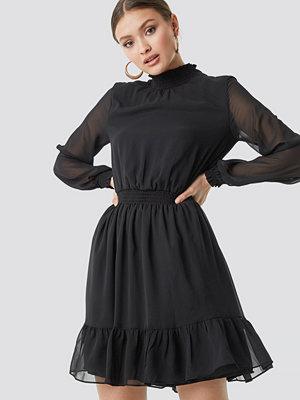 Trendyol Mesh Sleeve Midi Dress svart