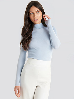 NA-KD Ribbed Polo Knitted Sweater blå