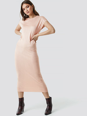 NA-KD Sleeveless Midi Knit Dress rosa beige
