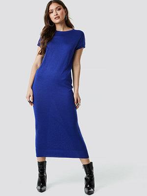 NA-KD Sleeveless Midi Knit Dress blå