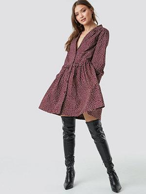 NA-KD Boho Oversize Ruffle Detail Shirt Dress - Korta klänningar