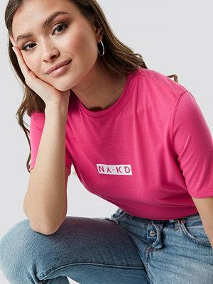 NA-KD Neon Logo Tee rosa