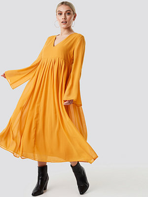 NA-KD Boho Wide Sleeve Flowy Chiffon Dress - Midiklänningar