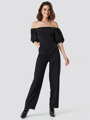 NA-KD Party Off Shoulder Puff Sleeve Jumpsuit svart