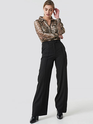 NA-KD Trend svarta byxor Fold Up Flared Pants svart