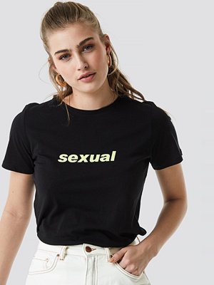 NA-KD Trend Sexual Tee