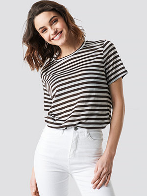 NA-KD Round Neck Striped T-Shirt brun vit