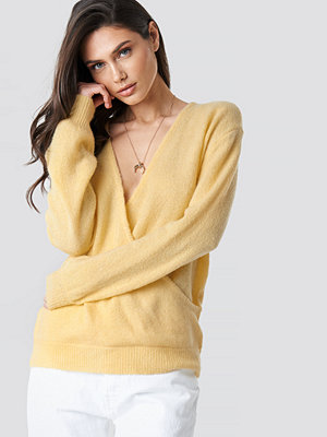 NA-KD V-Neck Overlap Knitted Sweater gul