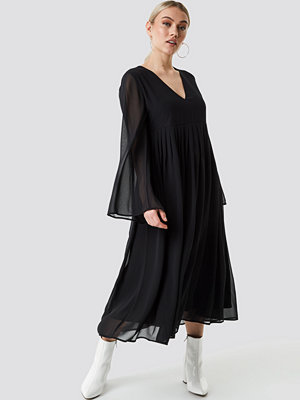 NA-KD Boho Wide Sleeve Flowy Chiffon Dress svart
