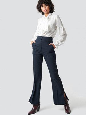 NA-KD Classic marinblå byxor High Waist Slit Suit Pants blå