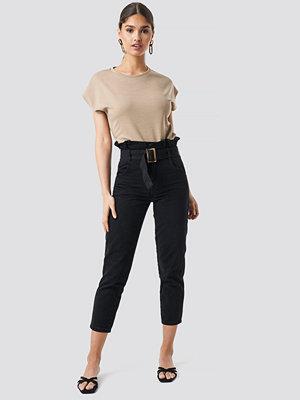 NA-KD Trend Paperbag Jeans svart
