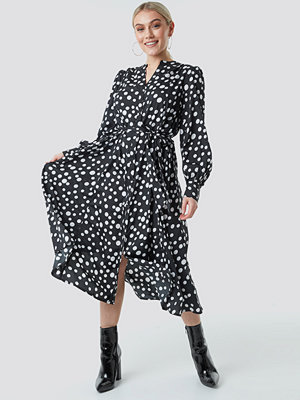 NA-KD Boho Tie Waist Dotted Shirt Dress svart