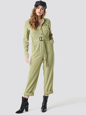Jumpsuits & playsuits - NA-KD Belted Cargo Jumpsuit grön