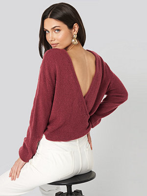NA-KD V-Neck Back Overlap Knitted Sweater röd