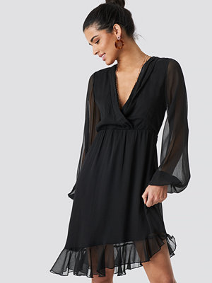 NA-KD Boho Balloon Sleeve Chiffon Mini Dress svart