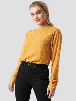 NA-KD Round Neck Dotted Chiffon Top - Blusar