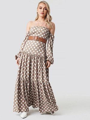Kae Sutherland x NA-KD Polka Dot Maxi Dress beige