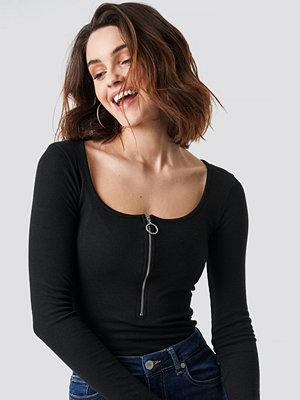 NA-KD Long Sleeve Zipped Top svart