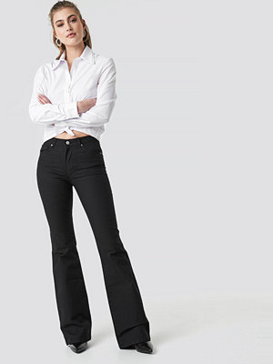 Trendyol Flared High Waist Jeans svart