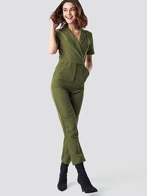 Jumpsuits & playsuits - NA-KD Overlap Collared Jumpsuit grön