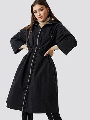 Chloé B x NA-KD Anorak Jacket svart