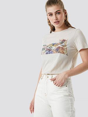 T-shirts - NA-KD Trend Flower Girl Tee vit nude