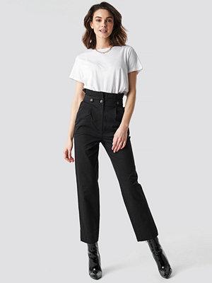 NA-KD svarta byxor Button Detail Paperbag Pants svart