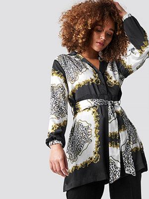 NA-KD Baroque Print Belted Shirt svart multicolor