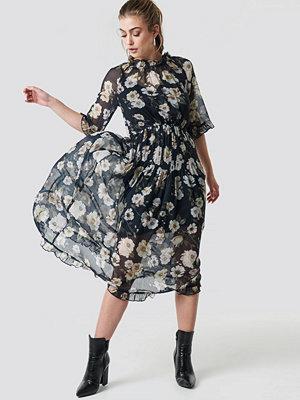 NA-KD Boho Frill Detail Chiffon Midi Dress - Midiklänningar