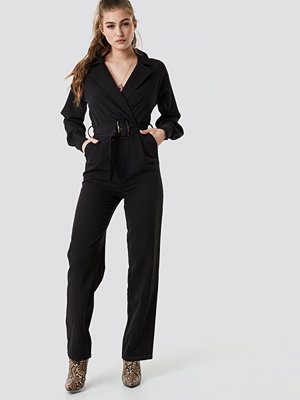 NA-KD Party Belted Waist Collar Jumpsuit svart