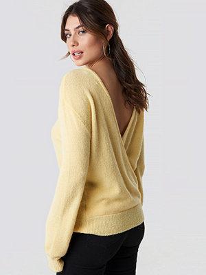 NA-KD V-Neck Back Overlap Knitted Sweater gul