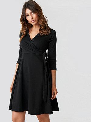 Trendyol Double Breasted Knitted Dress svart