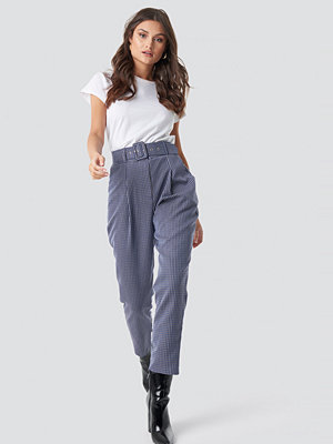 Trendyol omönstrade byxor Belt Detailed Cropped Trousers blå