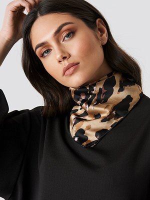 NA-KD Accessories Abstract Leo Print Satin Scarf - Halsdukar & Sjalar